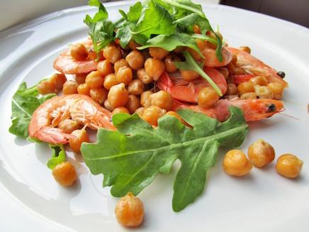 Salad with Chickpeas, Shrimps and Arugula