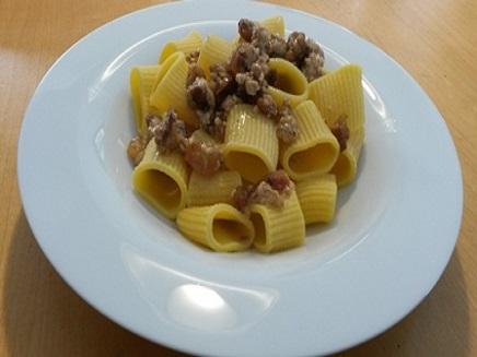 Mezze maniche con Pancetta e Crema di Formaggio